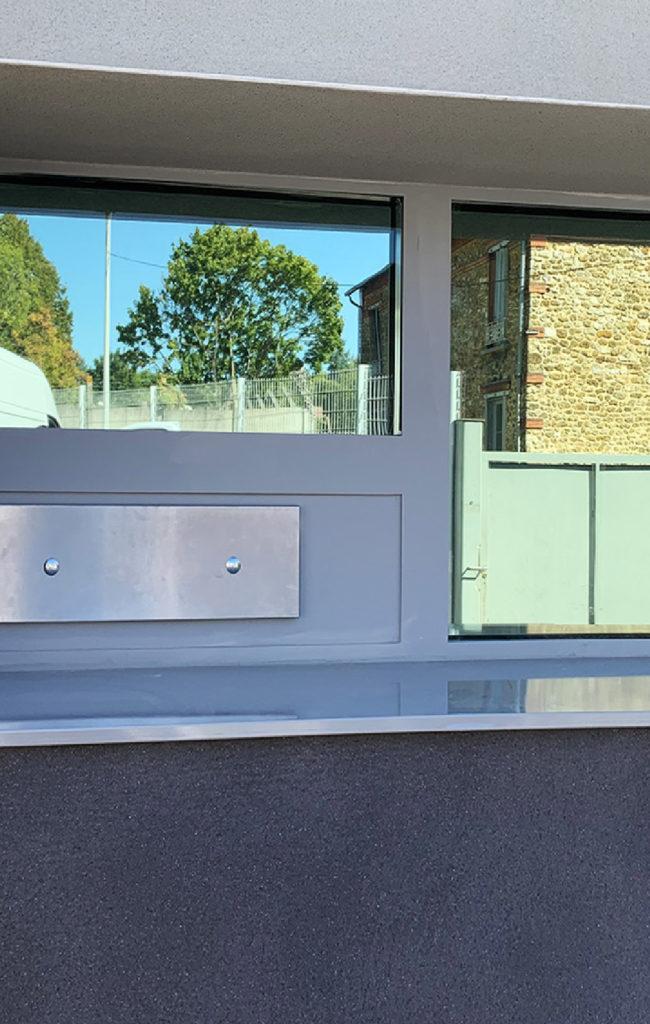 Toltec - tôlerie industrielle au service de la sécurité - Châssis vitrés SECURE GLASS sur mesure, en ACIER ou en ALUMINIUM.